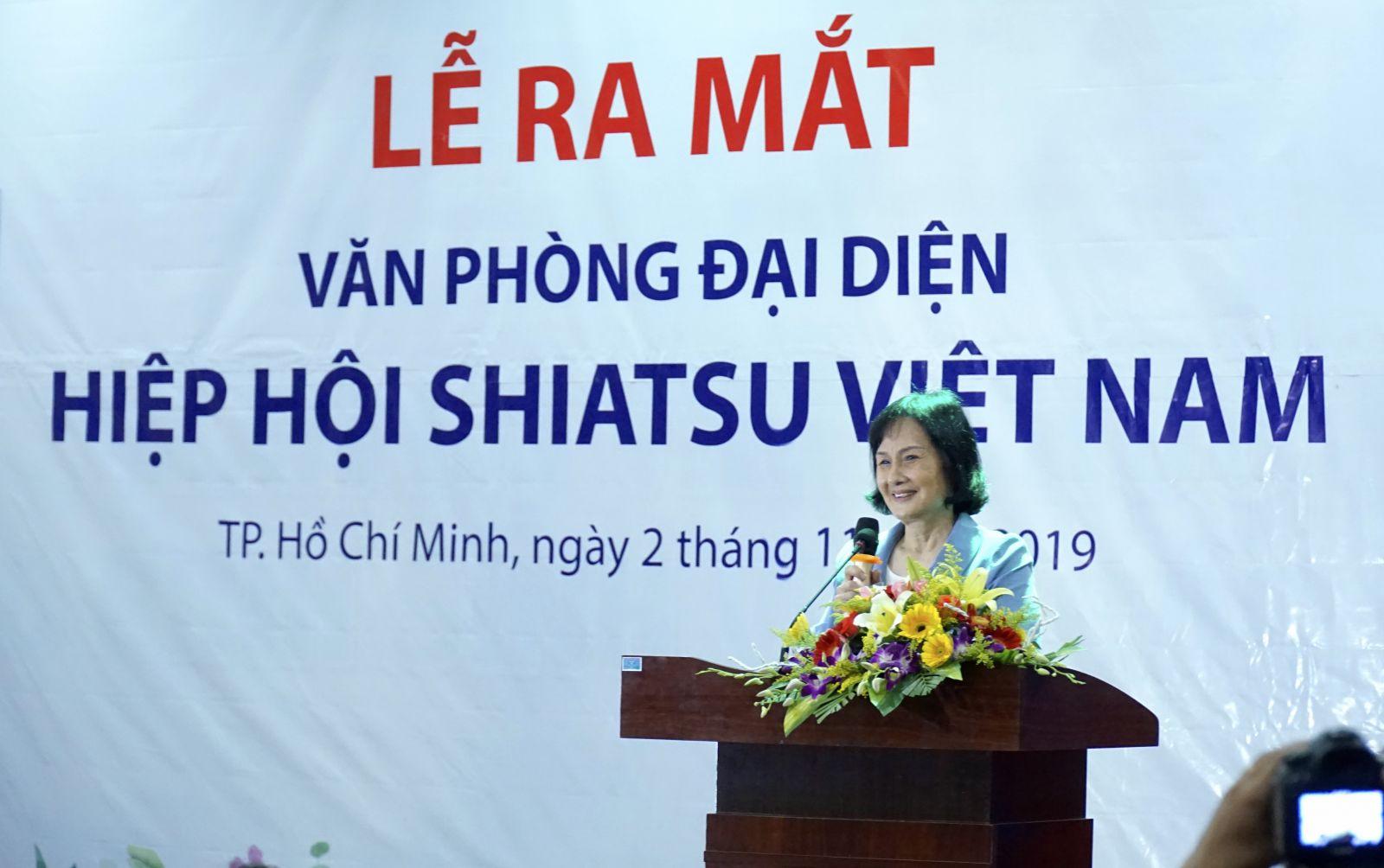 Bà Nguyễn Thị Hằng- nguyên Bộ trưởng Bộ Lao động, Thương binh & Xã hội phát biểu Lễ ra mắt Văn phòng đại diện Hiệp hội Shiatsu Việt Nam.
